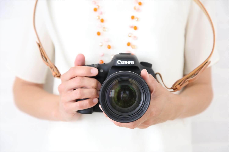 一眼レフを買ったら最初に覚えること。カメラの持ち方の基本!