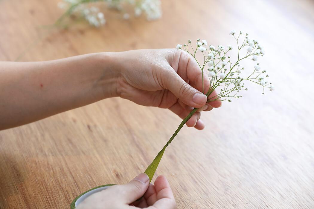 ※リボンは花全体にぐるぐる巻いてもOK。頭に付ける時、リボンで調節が出来ます。