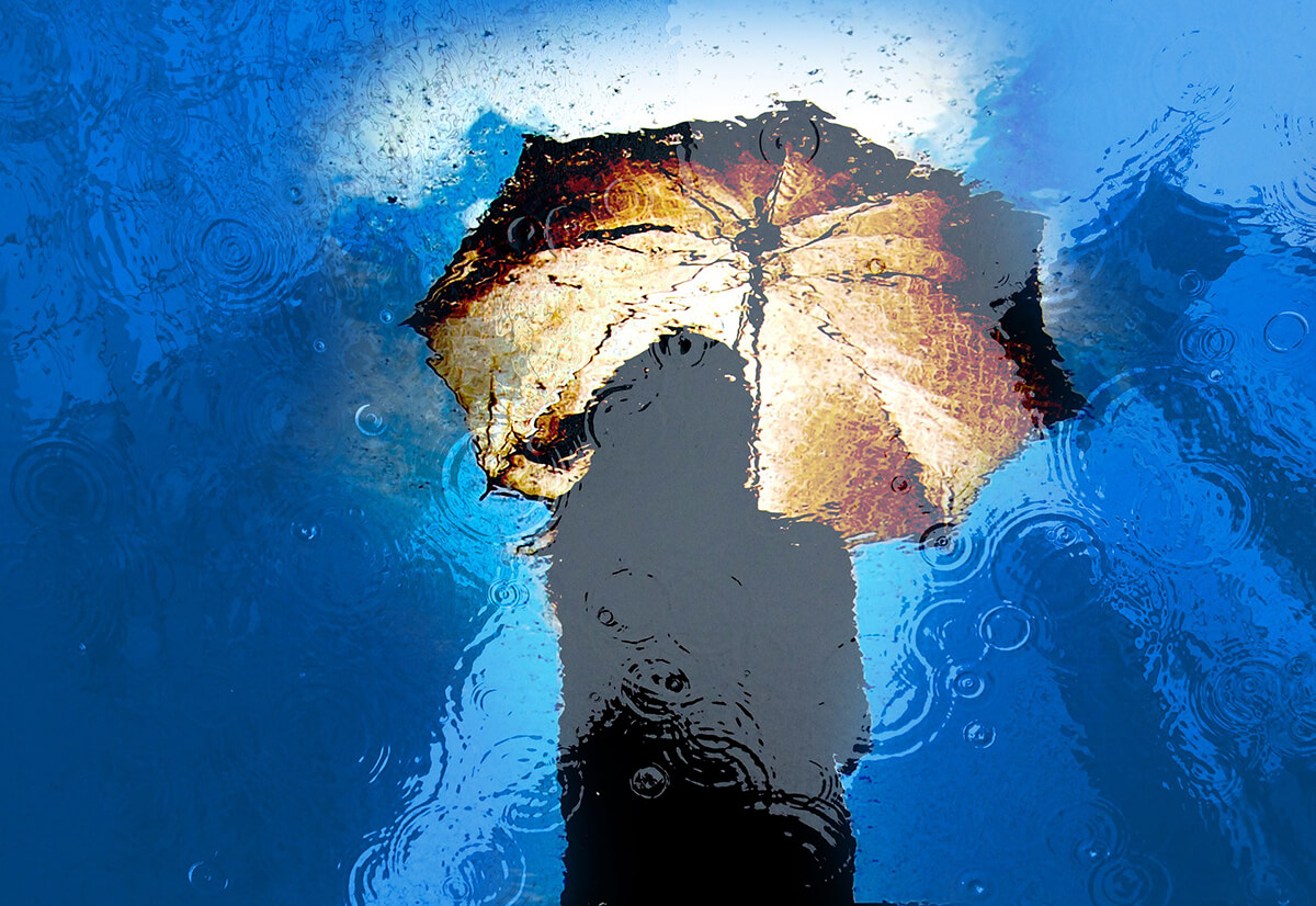 雨の日だからこそ水たまりに映る景色と波紋を撮る